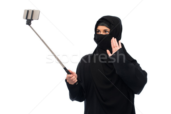 Muslim donna hijab smartphone tecnologia Foto d'archivio © dolgachov