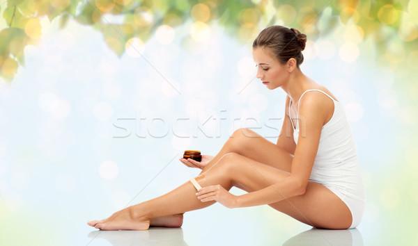 Bela mulher cera em beleza cabelo Foto stock © dolgachov