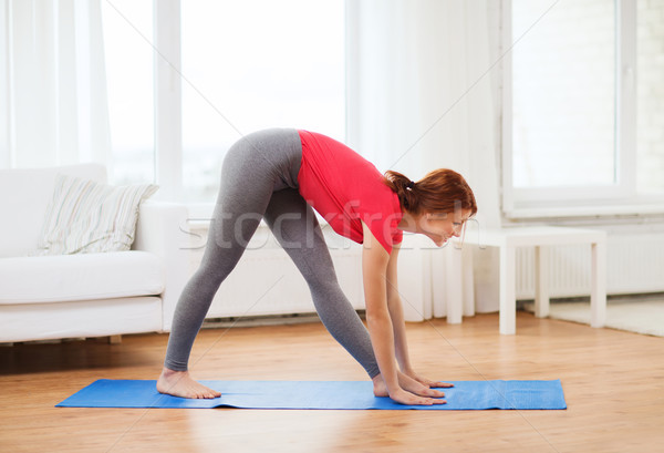 Lächelnd home Fitness Ernährung Mädchen Stock foto © dolgachov