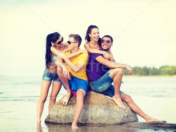 Csoport barátok szórakozás tengerpart nyár ünnepek Stock fotó © dolgachov