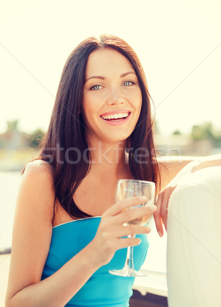 Riendo nina champán vidrio verano vacaciones Foto stock © dolgachov