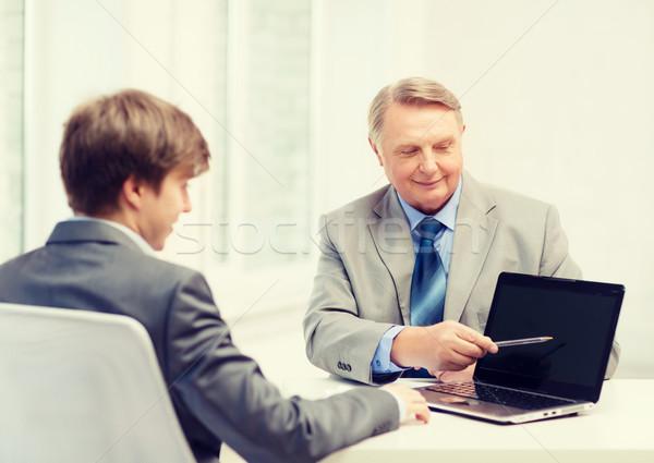 Mayor hombre joven ordenador portátil negocios anuncio Foto stock © dolgachov