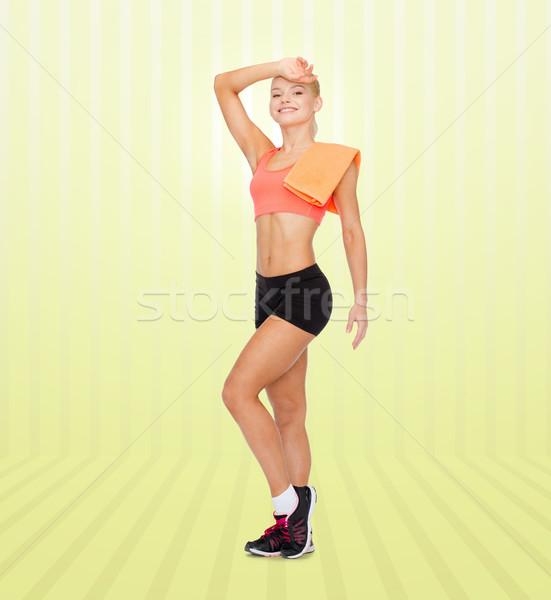 Sonriendo deportivo mujer toalla sudar Foto stock © dolgachov