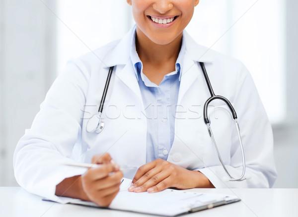 Kobiet lekarza piśmie recepta opieki zdrowotnej medycznych Zdjęcia stock © dolgachov