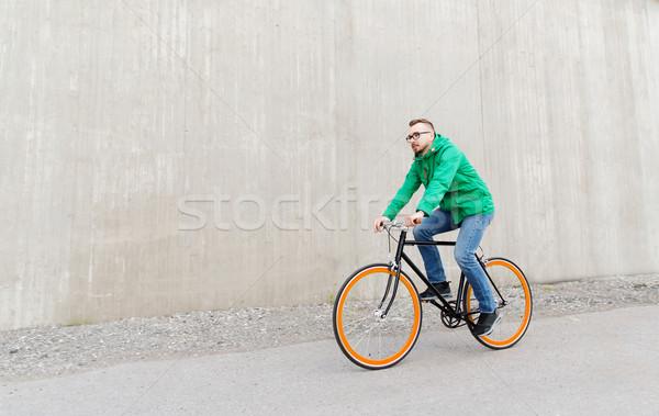 Mutlu genç adam binicilik sabit Stok fotoğraf © dolgachov