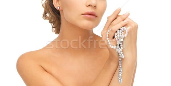 Vrouw parel oorbellen ketting mooie vrouw Stockfoto © dolgachov