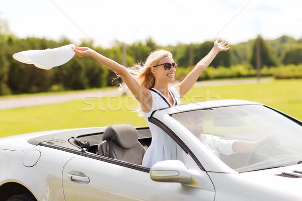 Feliz hombre mujer conducción cabriolé coche Foto stock © dolgachov