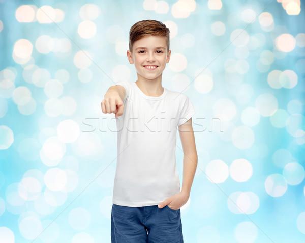 Witte tshirt wijzend vinger jeugd Stockfoto © dolgachov