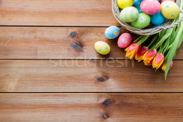 Közelkép húsvéti tojások kosár virágok húsvét ünnepek Stock fotó © dolgachov