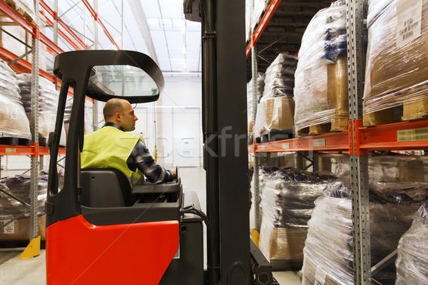 Férfi targonca teher raktár nagybani eladás szállítmány Stock fotó © dolgachov