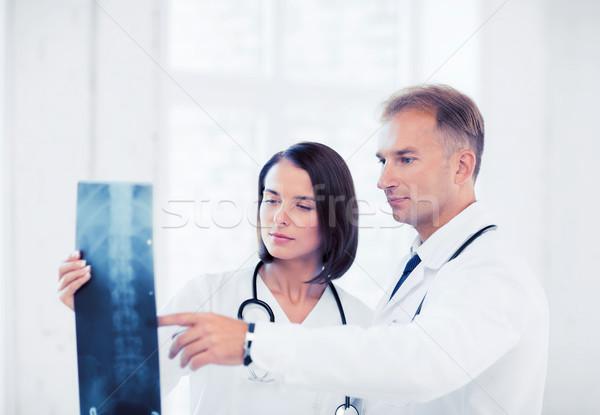 2 医師 見える X線 医療 医療 ストックフォト © dolgachov