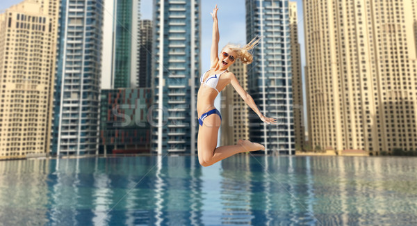 Boldog fiatal nő ugrik Dubai város medence Stock fotó © dolgachov