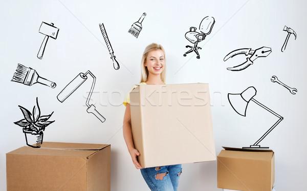 Sonriendo caja de cartón casa movimiento reparación Foto stock © dolgachov
