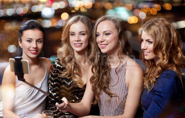 女性 スマートフォン スティック ナイトクラブ お祝い 友達 ストックフォト © dolgachov