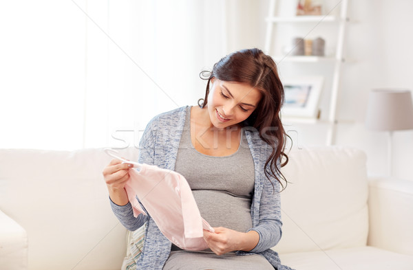 Boldog nő tart lánycsecsemők otthon anyaság Stock fotó © dolgachov