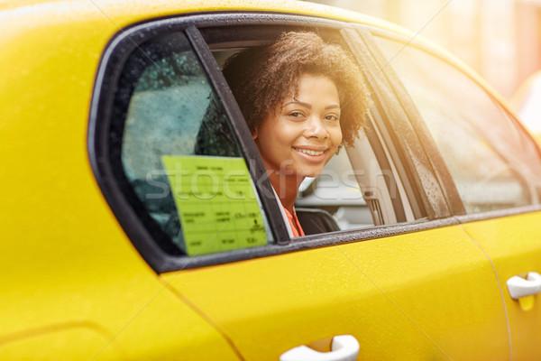 Сток-фото: счастливым · афроамериканец · женщину · вождения · такси · командировка
