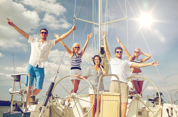 Uśmiechnięty znajomych posiedzenia jacht pokład powitanie Zdjęcia stock © dolgachov