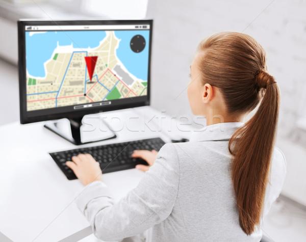 Femme d'affaires GPS carte ordinateur gens d'affaires technologie Photo stock © dolgachov