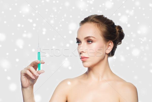 Nő tart injekciós tű injekció hó egészség Stock fotó © dolgachov