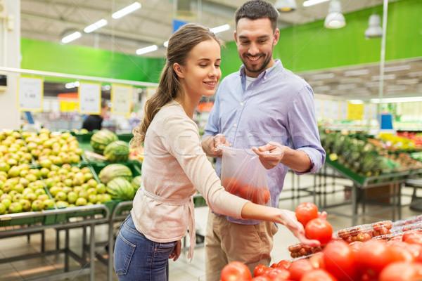 Feliz casal compra tomates mercearia compras Foto stock © dolgachov