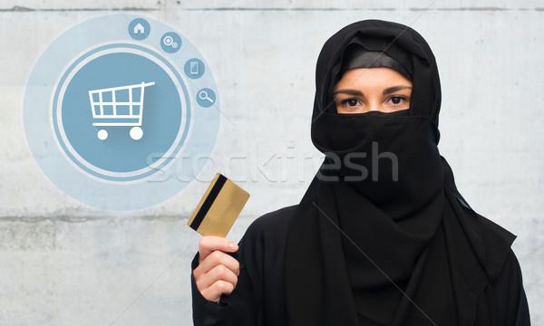Muslim donna hijab carta di credito bianco Foto d'archivio © dolgachov