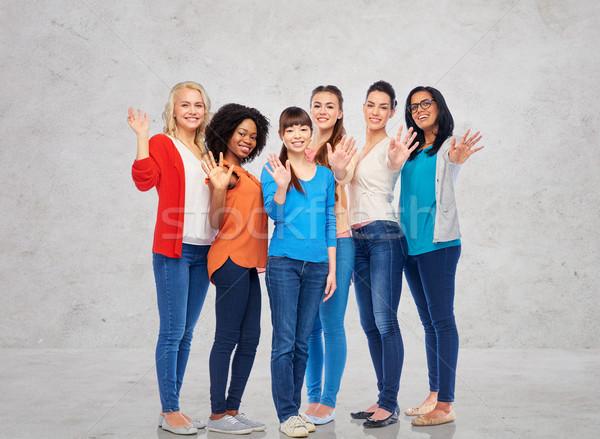 Międzynarodowych grupy szczęśliwy kobiet ręce Zdjęcia stock © dolgachov