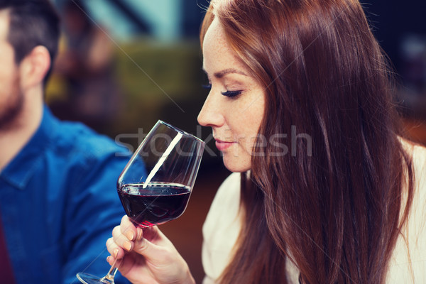 улыбающаяся женщина питьевой ресторан отдыха напитки Сток-фото © dolgachov
