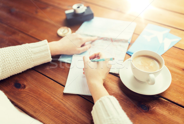 Reiziger handen notepad potlood vakantie Stockfoto © dolgachov
