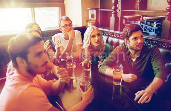 友達 ビール を見て サッカー バー パブ ストックフォト © dolgachov