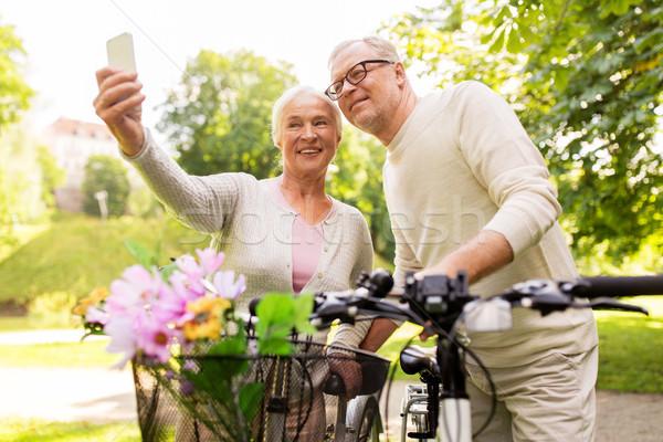 Idős pár biciklik elvesz park aktív aggkor Stock fotó © dolgachov