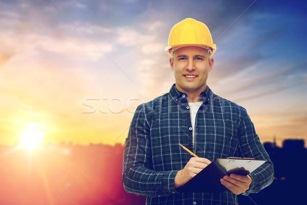 Férfi építész citromsárga védősisak vágólap építkezés Stock fotó © dolgachov