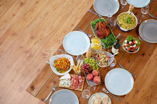Különböző étel felszolgált fa asztal gasztronómiai hálaadás Stock fotó © dolgachov