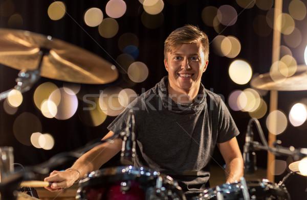 мужчины музыканта играет барабан концерта Сток-фото © dolgachov