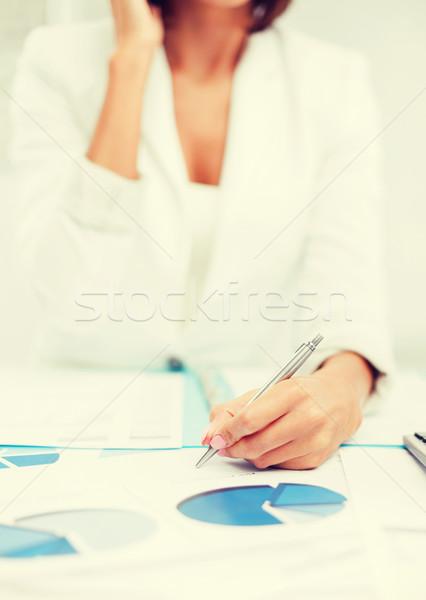 Donna documenti business ufficio Foto d'archivio © dolgachov