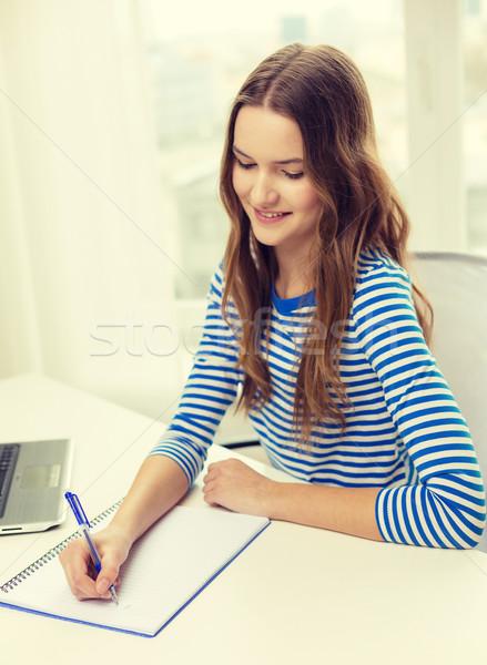 Stock foto: Lächelnd · Laptop-Computer · Notebook · Bildung · Technologie