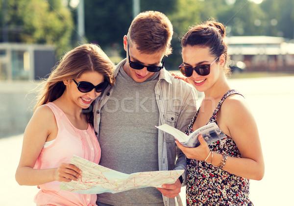 улыбаясь друзей карта город направлять улице Сток-фото © dolgachov