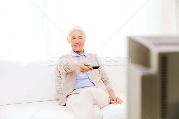 Zdjęcia stock: Szczęśliwy · starszy · kobieta · oglądania · telewizja · domu