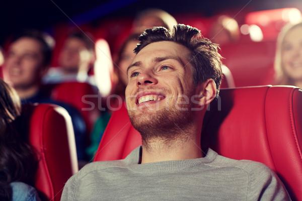 Felice giovane guardare film teatro cinema Foto d'archivio © dolgachov