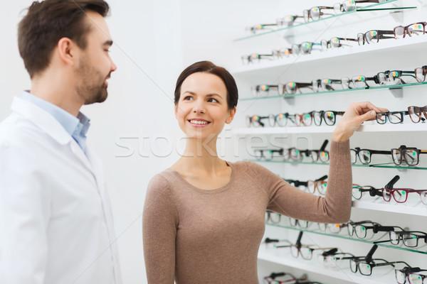 Kadın gözlükçü gözlük optik depolamak sağlık Stok fotoğraf © dolgachov