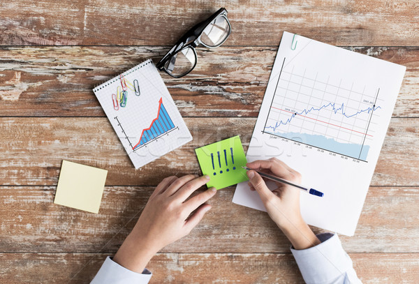 Foto stock: Manos · gráficos · negocios · estadística