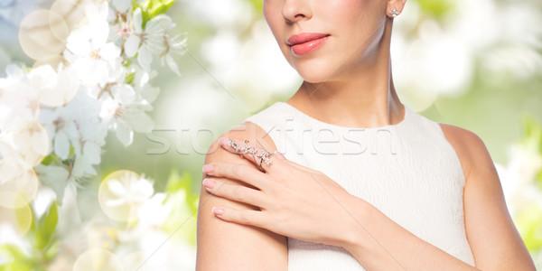 Foto d'archivio: Bella · donna · anello · orecchino · glamour · bellezza