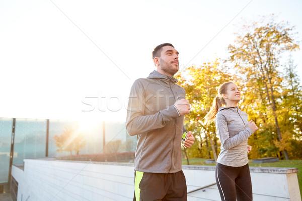 счастливым пару работает наверх город лестницы Сток-фото © dolgachov