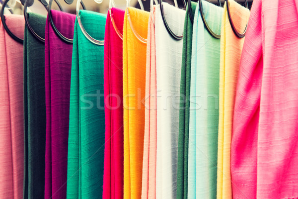 Színes textil ázsiai utca piac vásárlás Stock fotó © dolgachov