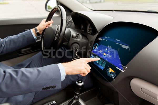 Homme conduite voiture GPS carte Photo stock © dolgachov