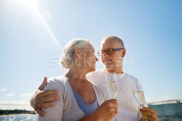 Pareja de ancianos potable champán vela barco vela Foto stock © dolgachov