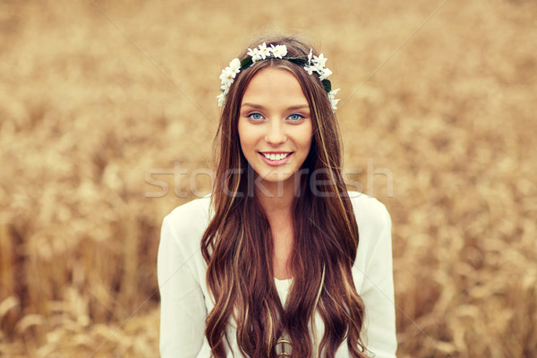 улыбаясь молодые хиппи женщину зерновых области Сток-фото © dolgachov