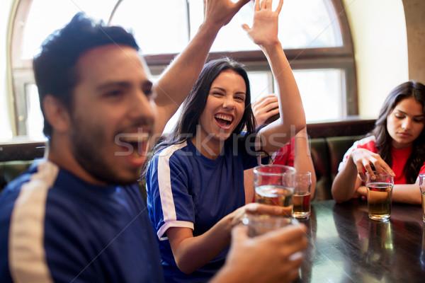Fútbol aficionados cerveza victoria bar Foto stock © dolgachov
