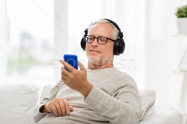 Stok fotoğraf: Mutlu · kıdemli · adam · kulaklık · teknoloji