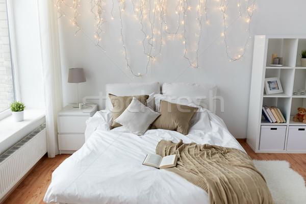 спальня кровать Рождества гирлянда домой комфорт Сток-фото © dolgachov