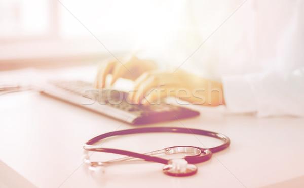 Foto stock: Médico · do · sexo · masculino · datilografia · teclado · saúde · hospital · medicina